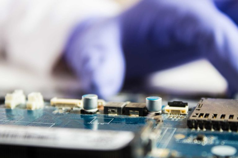 What Should You Expect From Your Mobile Phone Repair Technician?